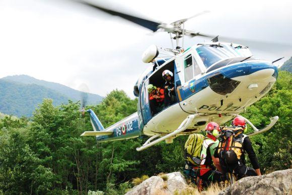 Elicottero Polizia : Malore ad alta quota interviene l elicottero della