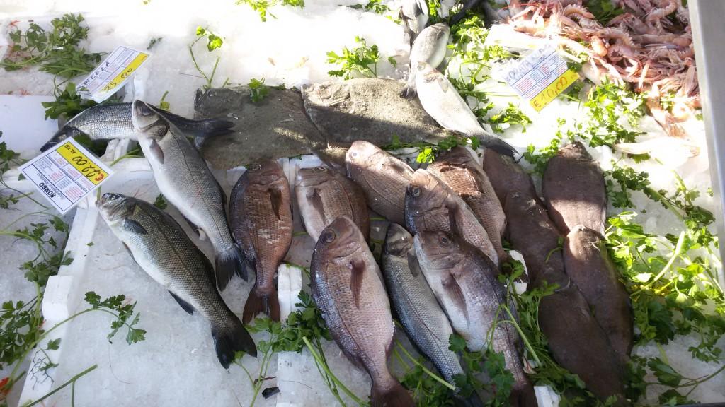 Ultime corse all'acquisto, banchi del pesce presi d'assalto