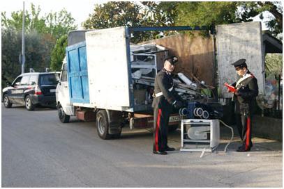 I Carabinieri intercettano furgone con dieci quintali di rifiuti inquinanti