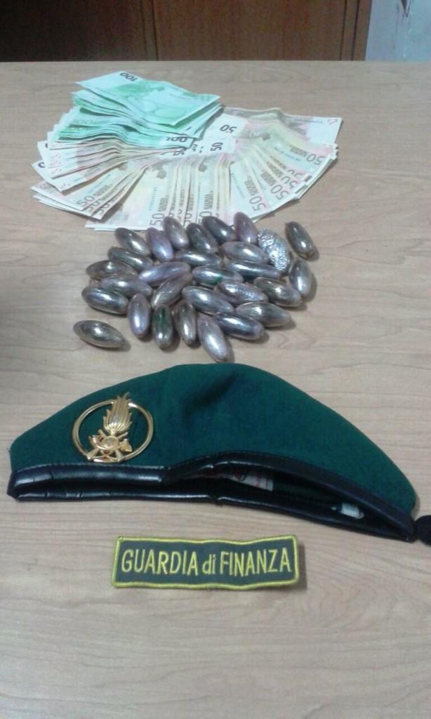 Due marocchini in manette sulla statale 16, trovati con 350 grammi di hashish