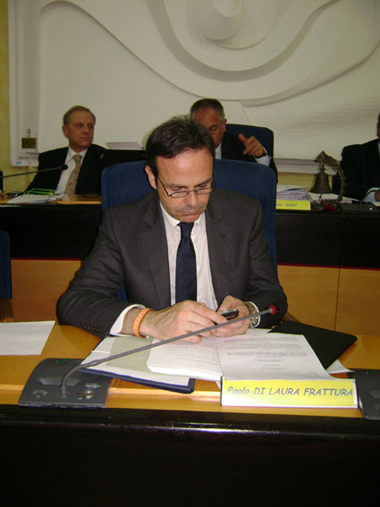 Frattura scrive a Renzi per evitare il commissariamento