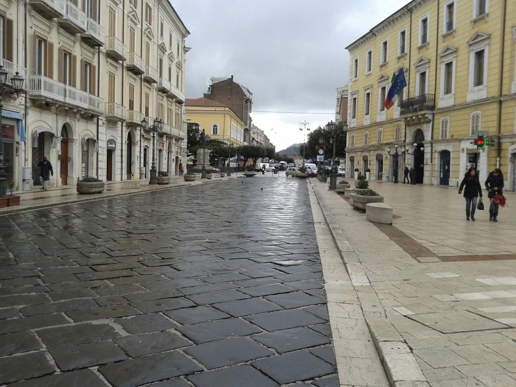 Piazza Prefettura, il comitato 'Isole pedonali' inchioda Battista