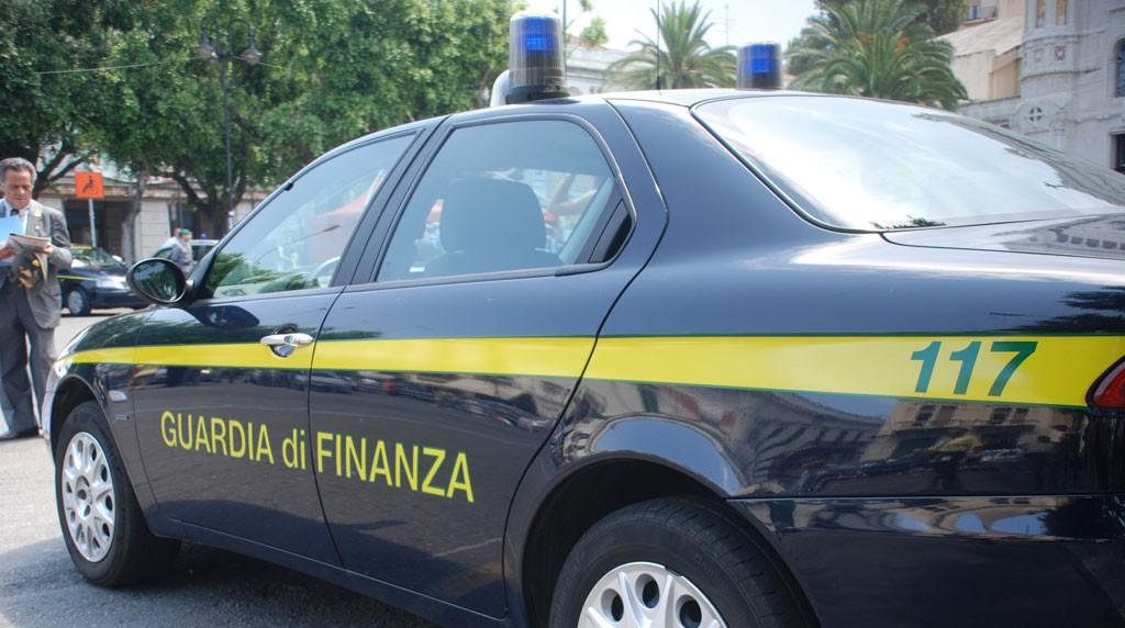 Maxioperazione della Finanza all'alba, due arresti