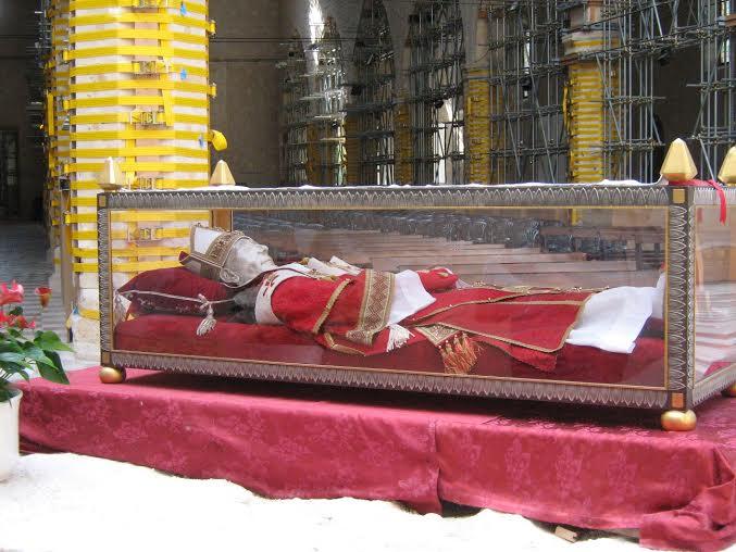 Il corpo e la reliquia del cuore di San Pietro Celestino riabbracciano Isernia