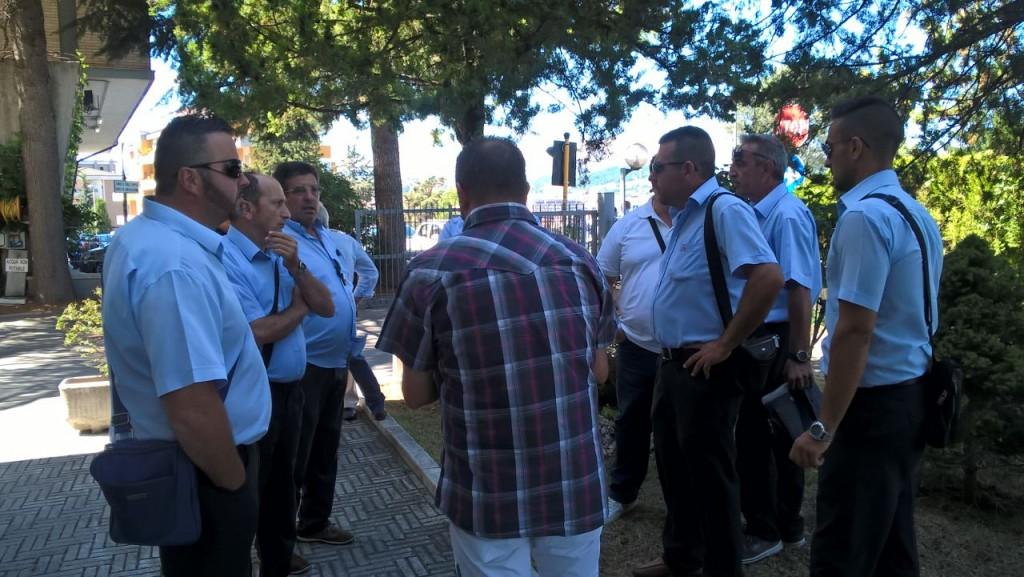 Stipendi in ritardo, a Palazzo Moffa la protesta dei lavoratori Atm