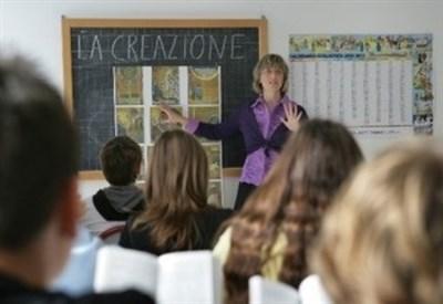 Lavoro, risarcimento di 15 mensilità per un docente di religione precario
