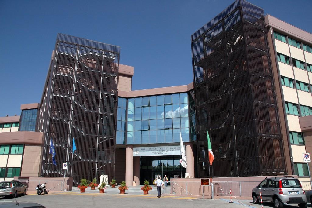 Sanità, auspici e scongiuri: a Roma Frattura porta i contratti con Neuromed e Cattolica