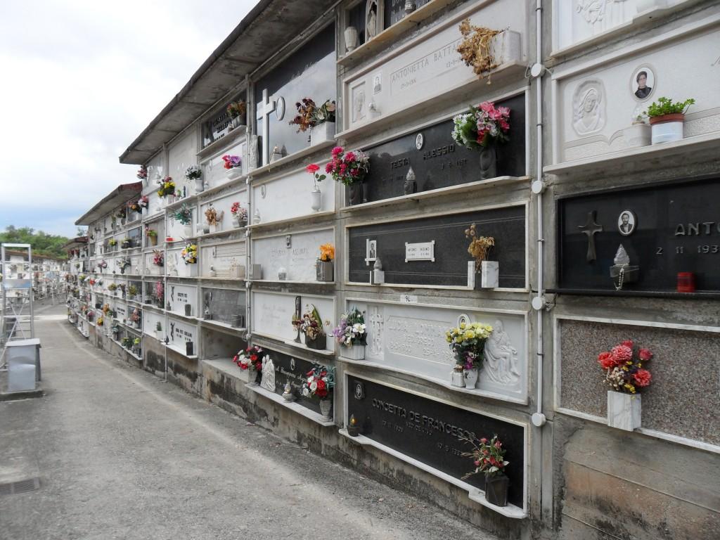 Cimitero in emergenza, il Comune avvia le esumazioni forzate