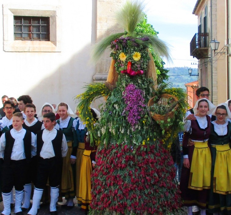 Maggio in festa, Acquaviva Collecroce si collega con le tradizioni balcaniche