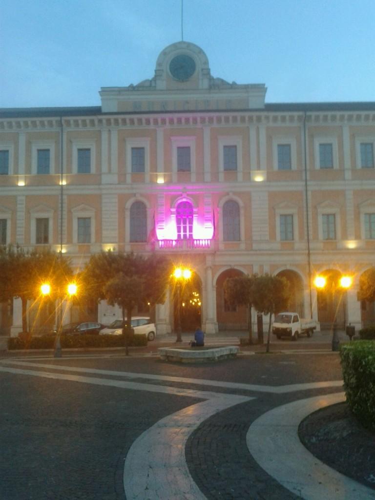 Campobasso, il Municipio si tinge di viola
