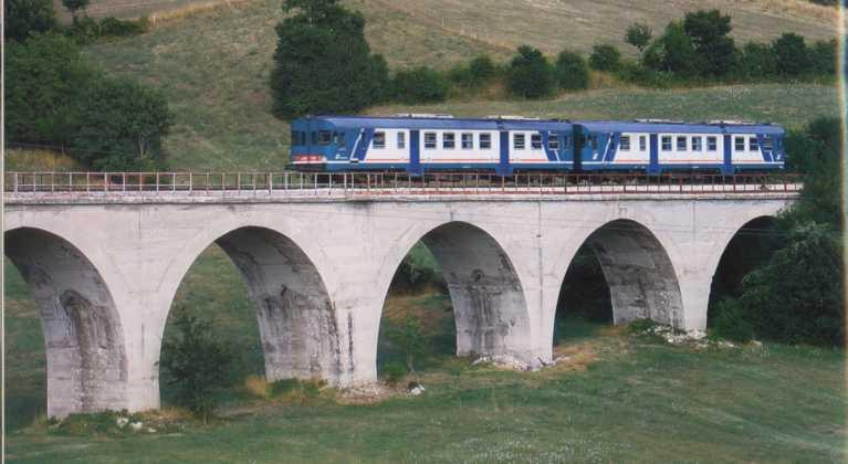 Sulmona-Carpinone, cinque tragitti estivi sulla Transiberiana d'Italia