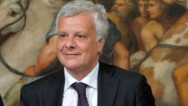 Differenziata e inceneritori, parla il ministro Galletti