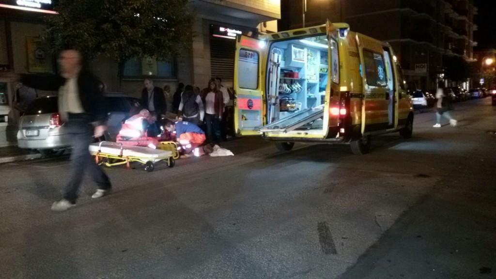 Auto travolge uno scooter, grave un 15enne