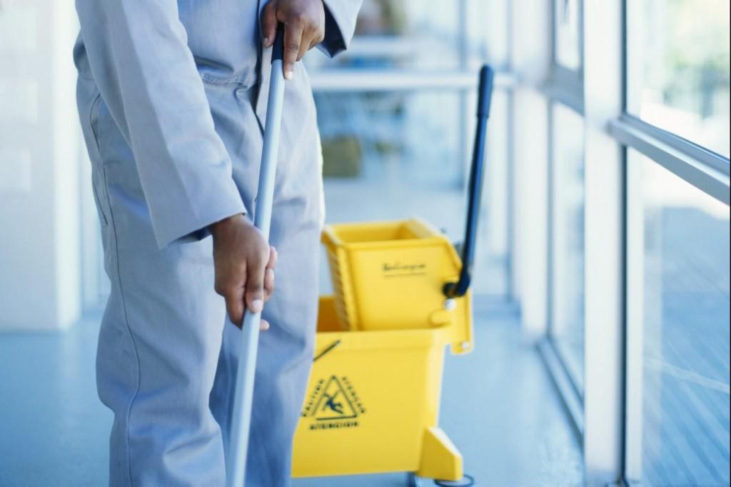 Lavoratori servizio pulizie, annullato il presidio di domani davanti alla Giunta