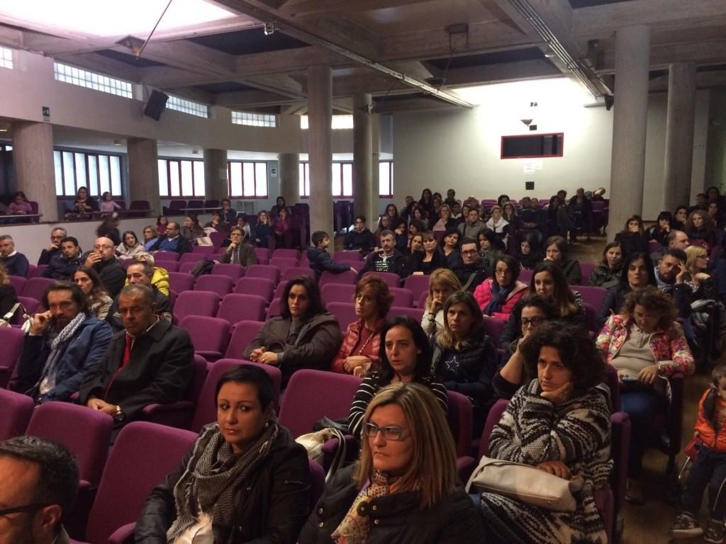 Scuola di via Leopardi, i genitori incalzano Battista: «Vogliamo risposte certe»
