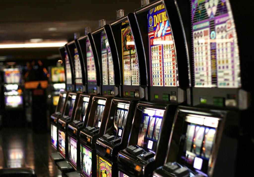 Pozzilli, finge di essere stato derubato dopo essersi giocato lo stipendio alla slot machine: denunciato