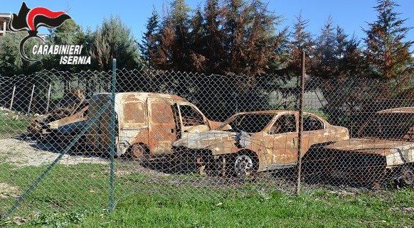 Reati ambientali: scoperto cimitero di carcasse di auto, denunciato 50enne di Isernia