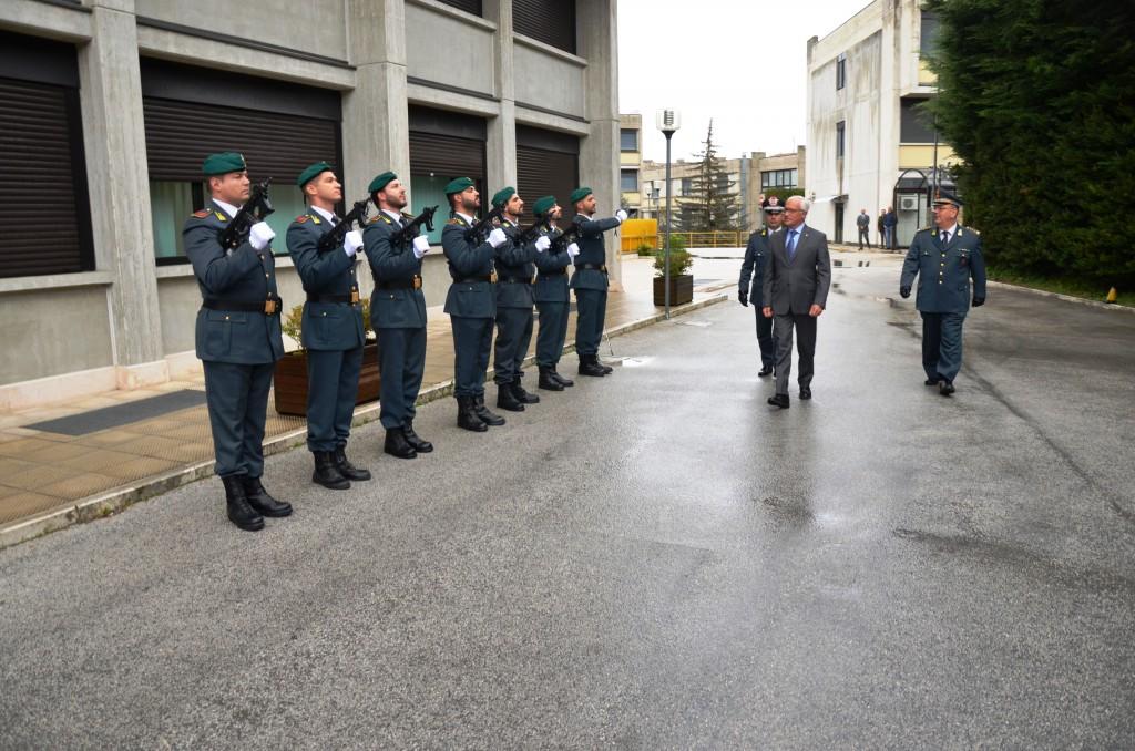 Il prefetto Di Menna in visita al comando regionale della Finanza