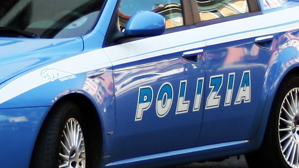 Pregiudicati in giro per la città allontanati dalla polizia