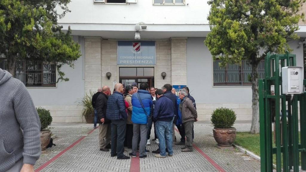 Zuccherificio, i lavoratori non mollano: oggi di nuovo in presidio davanti al consiglio regionale