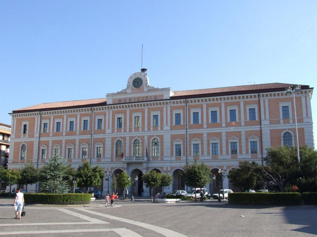 Scuole, nuovo attacco al sindaco di Campobasso Battista