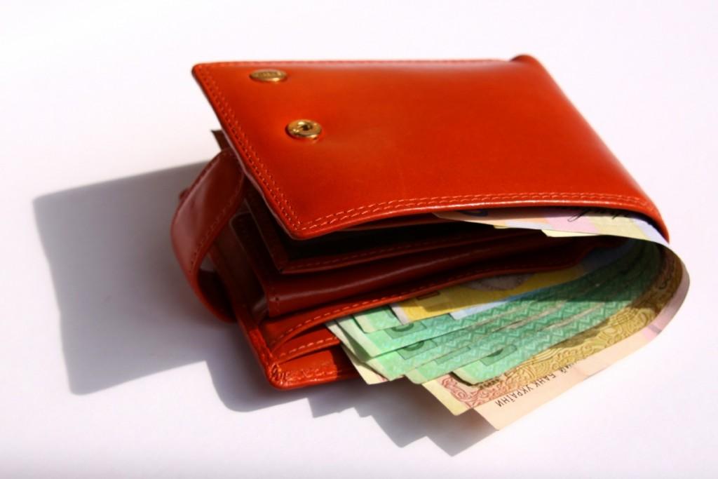 Trova una borsa con 1.400 euro e la restituisce: il bel gesto ad Agnone