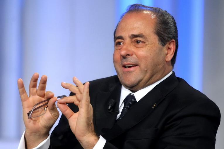 Lite sullo stipendio da 60mila euro per Di Pietro, l'ex pm pronto a lasciare l'incarico in Lombardia