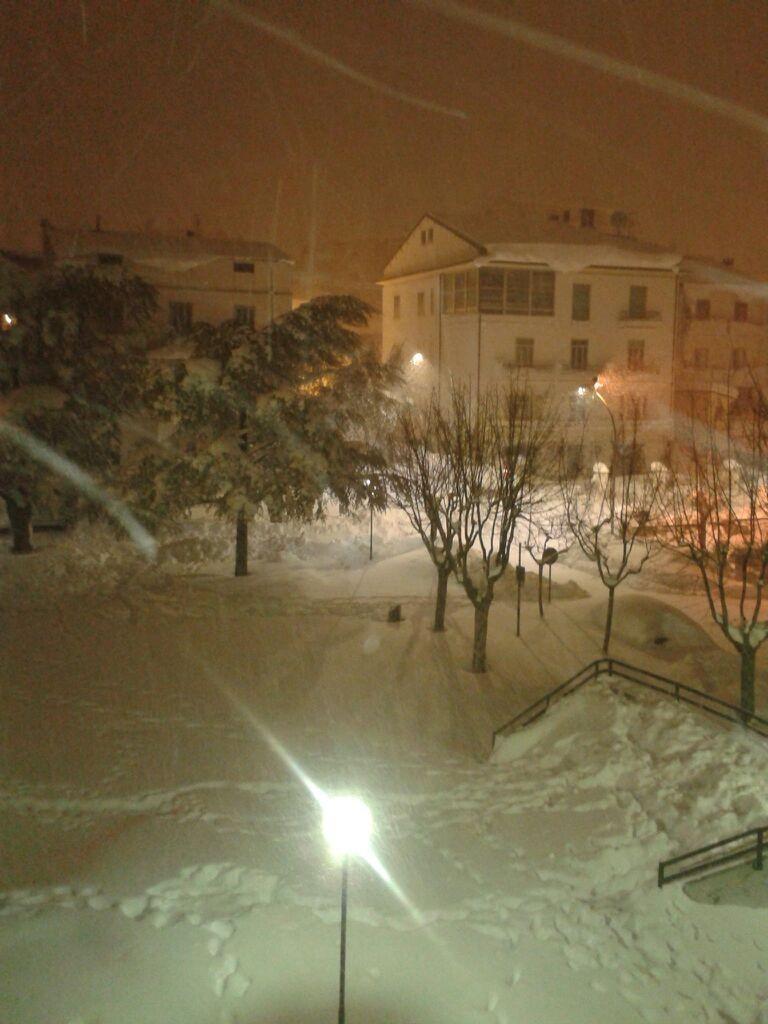 Maltempo, tregua momentanea: riprende a nevicare