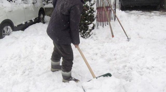Muore dopo aver spalato la neve, lutto a Pesche