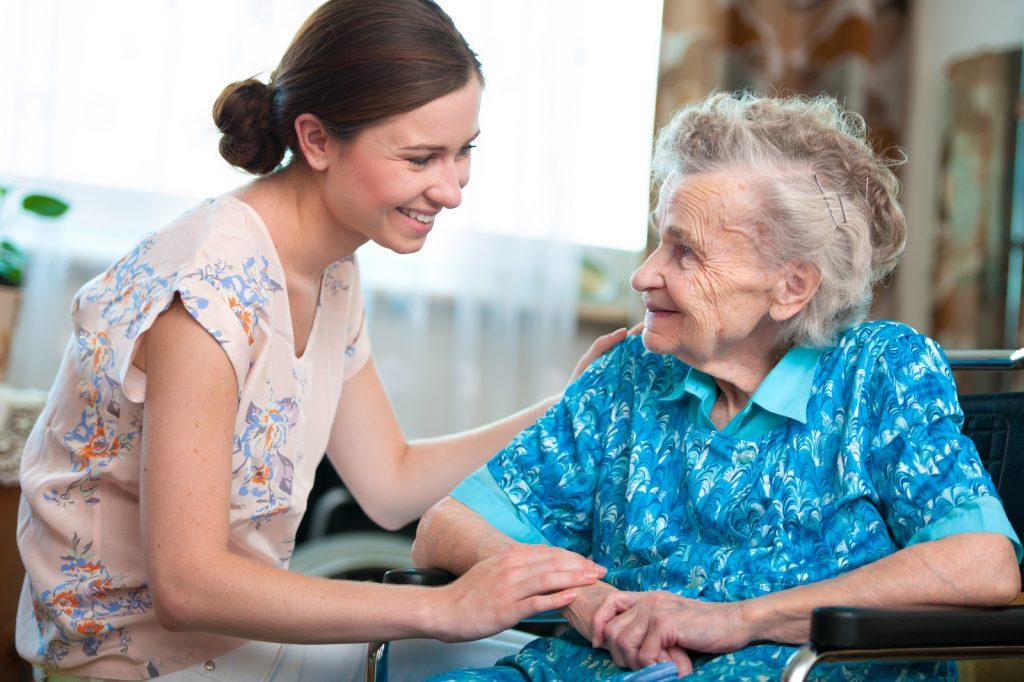 Caregiver ruolo fondamentale per la società, c'è il ddl che lo valorizza