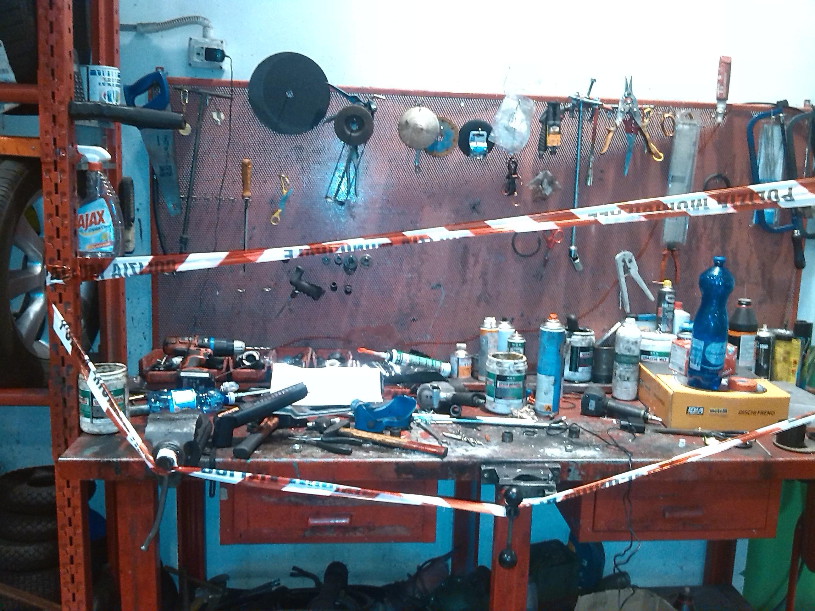 Campobasso officina abusiva nel garage di casa Scattano i sigilli TeleRegione Molise