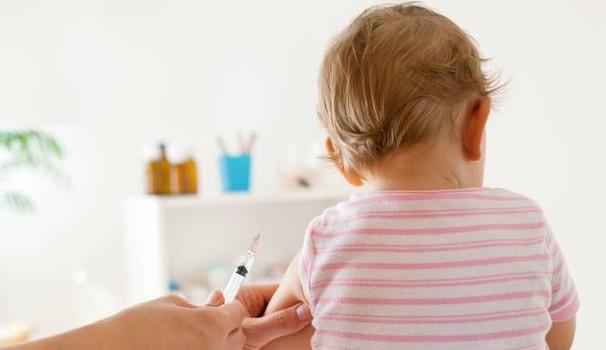 Vaccini obbligatori, code e disagi: arriva il vademecum anti panico dell'Asrem