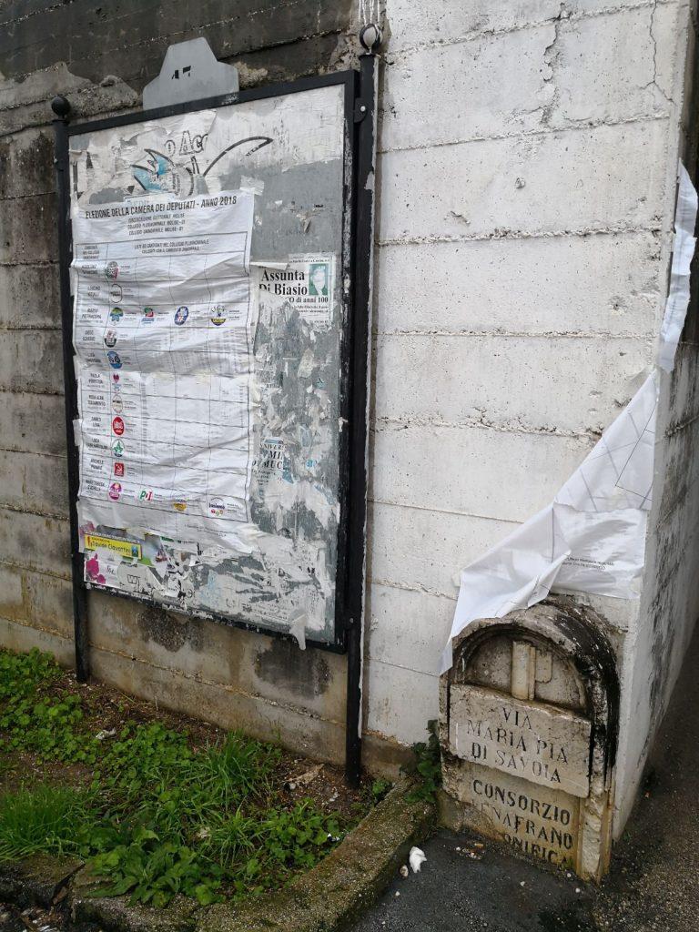 Venafro, avvisi elettorali incollati con lo scotch di carta