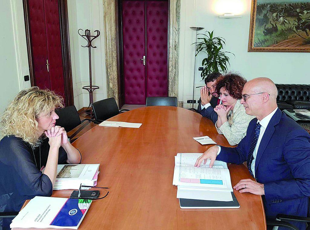 Infrastrutture per colmare il gap: l'impegno del ministro Lezzi