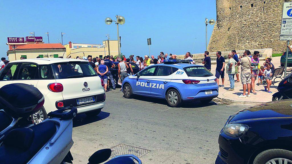 Termoli, bimbo resta chiuso in auto: ressa in centro