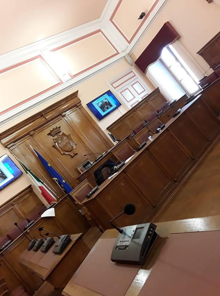 A Campobasso Consiglio flash, 50 euro per ascoltare l'Inno di Mameli
