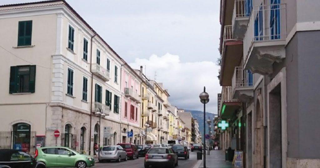 Serrande abbassate nel centro di Isernia, commercio a rischio