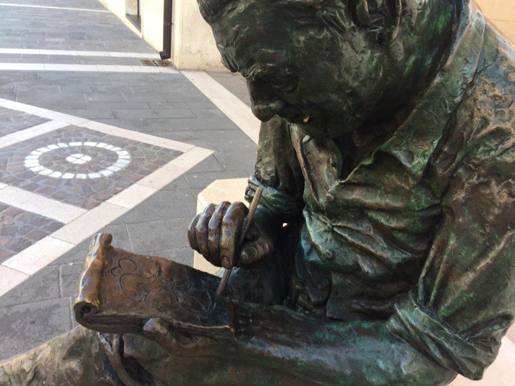Termoli, individuati a tempo di record i vandali della statua di Jacovitti