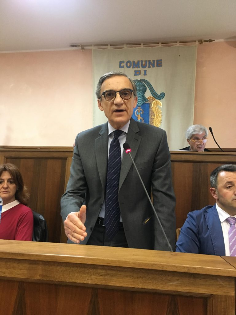Soste blu a Isernia, il sindaco respinge le accuse e annuncia querele