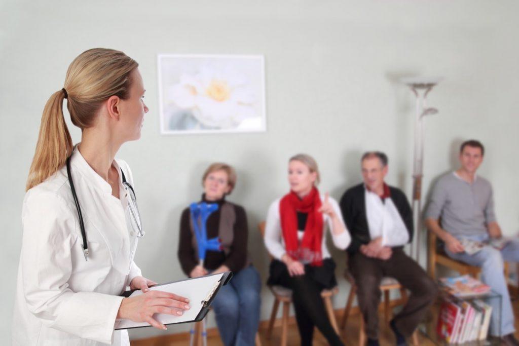 Ecografia all'addome o visita urologica: i tempi d'attesa restano critici