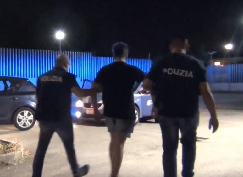 Sesto Campano, arrestato il 22enne che si è lanciato dal balcone per sfuggire alla perquisizione