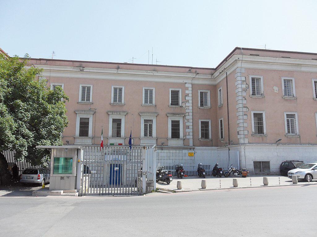 Campobasso, detenuto dà fuoco al materasso: lieve intossicazione per due agenti della penitenziaria