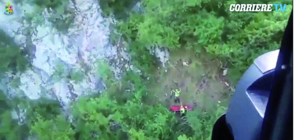 Cade col parapendio, 58enne molisano tratto in salvo dall'elicottero dell'Aeronautica militare