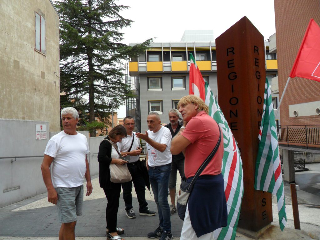 Gam in presidio davanti a Palazzo Vitale, stamane l'incontro col presidente Toma