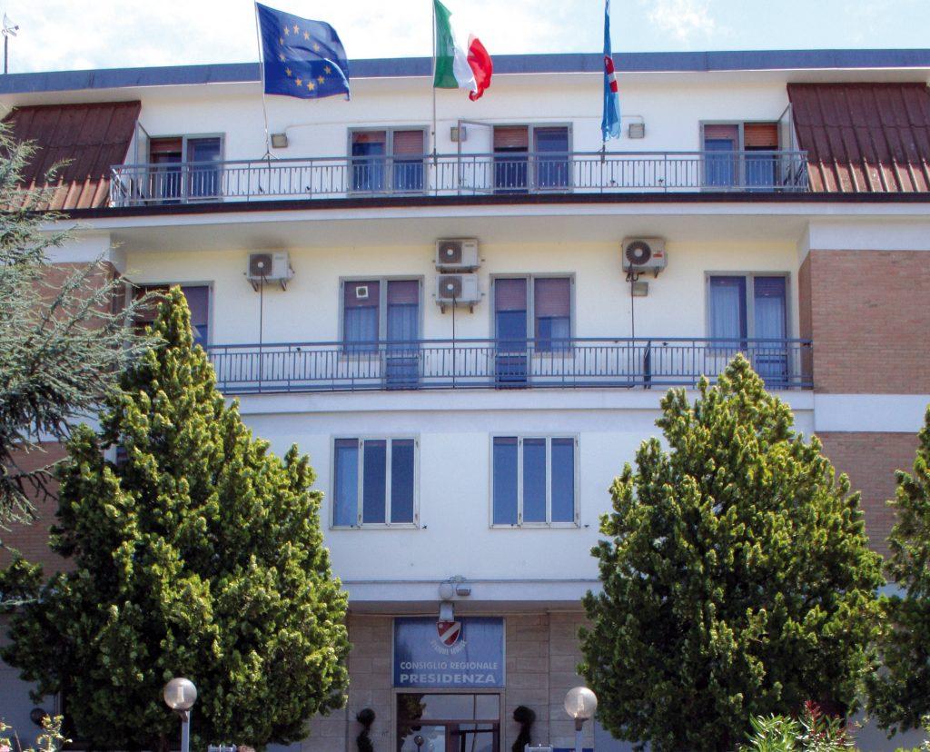La 'maledizione telematica' si abbatte su Palazzo D'Aimmo
