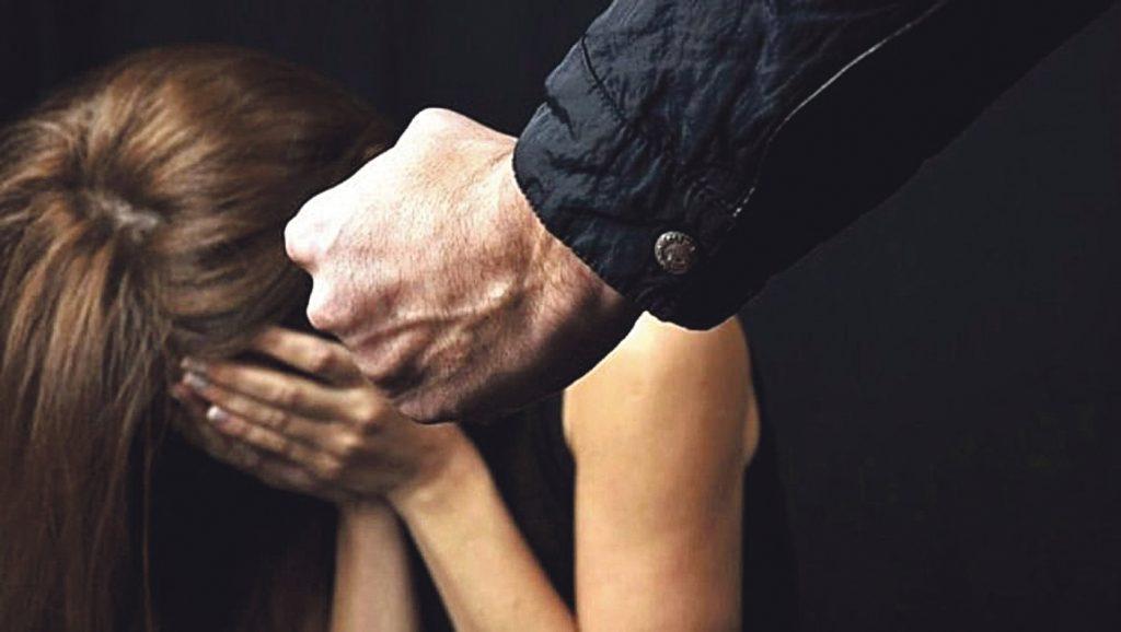 Minacce, insulti e violenza sessuale: avvocato campobassano allontanato da moglie e figli