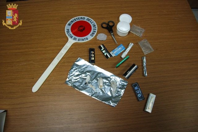 Cocaina ed eroina ben occultata nel corpo, beccato pusher isernino