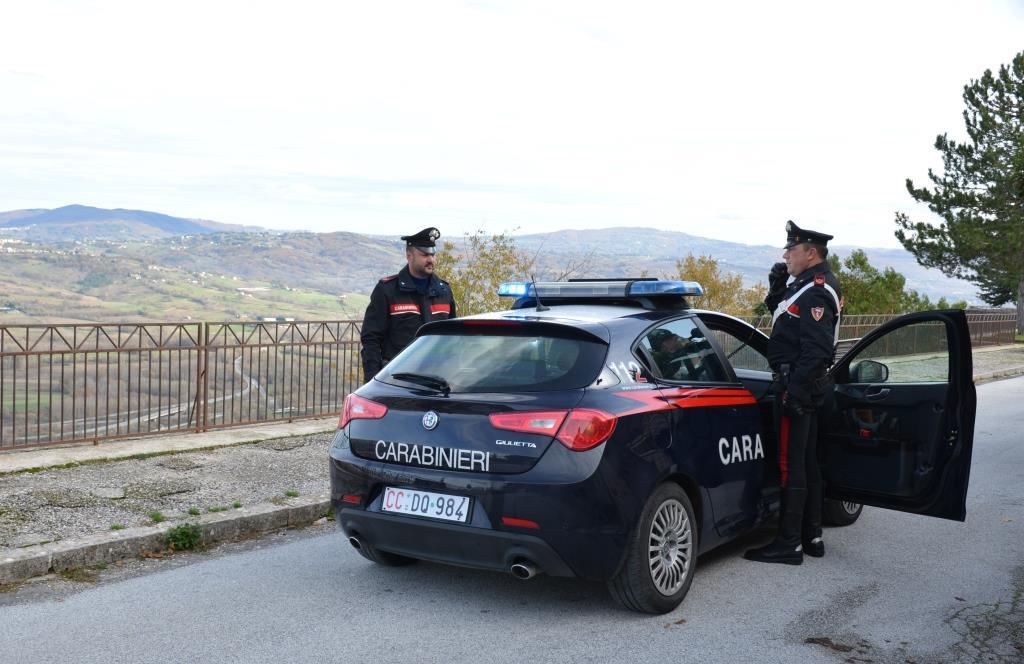 Cinque colpi in una sera, la banda in fuga dopo il raid: si cercano prove sull'auto rubata