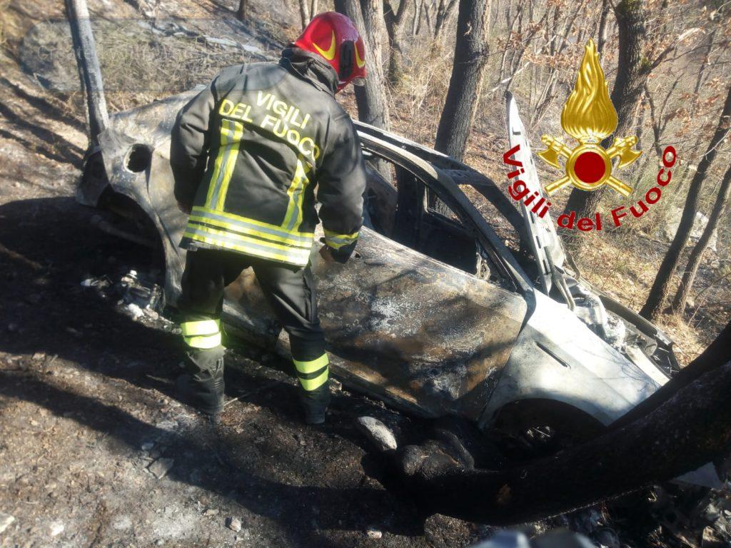 Assalto al portavalori dell'Ivri al bivio di Salcito, fallito il colpo i banditi incendiano l'auto