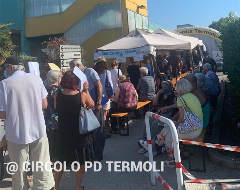 «A...bbronzatissimi in fila sotto il sole all'ospedale San Timoteo»